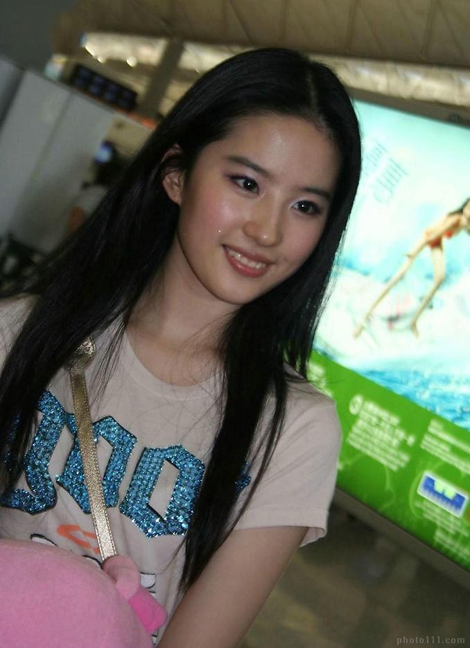 Liu yi fei 02